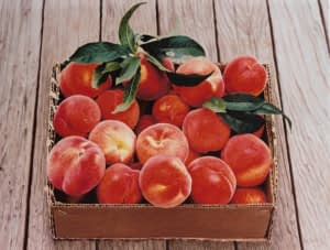 Photorealistic painting by Josonia Palaitis depicting a box filled with peaches placed on a wooden floor
